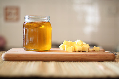 How-to-make-ghee-Clarified-Butter-3999_400